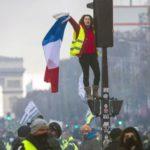 «Ya estamos aquí, guerra»  La rebelión de los 'Chalecos amarillos' se asoma a España en pleno debate por el diésel