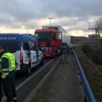 Un camión circulando en dirección contraria colapsa la circulación en la zona Sur de León