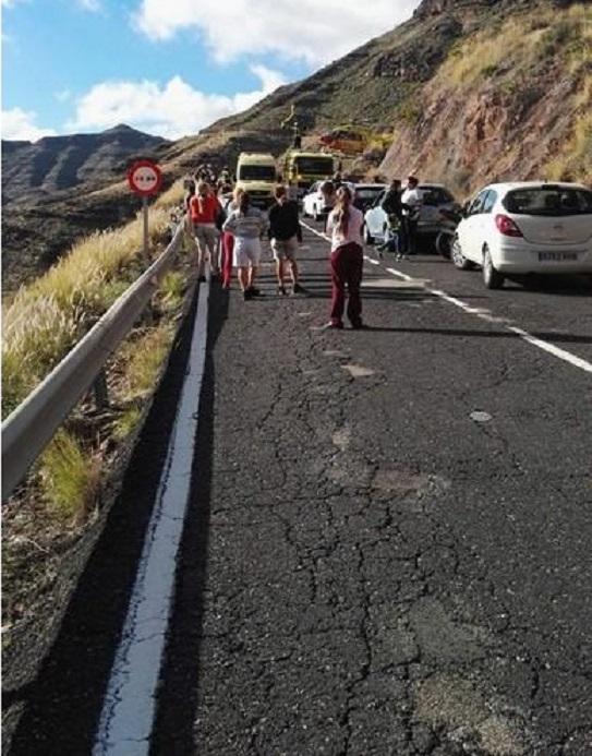 La carretera de la muerte de 3 motoristas y el niño, está llena de baches y grietas