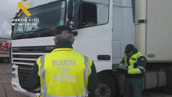 Operación Tiles: tres detenidos y 5 investigados por el pase en Ceuta de 464 kilos en un camión