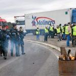 Al camionero le dijeron que su hijo había tenido un accidente y había sido bloqueado 16 veces cuando disparó a los chalecos amarillos