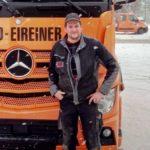 """Los camioneros buenos todavía existen. """"Camionero bloquea el tráfico para ayudar a un ciego en la nieve"""""""