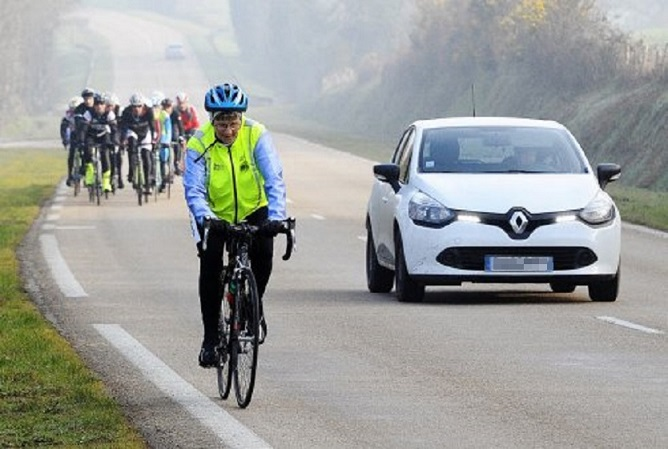 entre cyclistes et automobilistes la cohabition n est