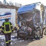 Un camionero muere y otro herido, tras la brutal colisión de dos camiones en la A-8 en Stuttgart