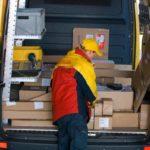 Dos rumanos robaron todas sus mercancías en su primer día de trabajo en una empresa de mensajería