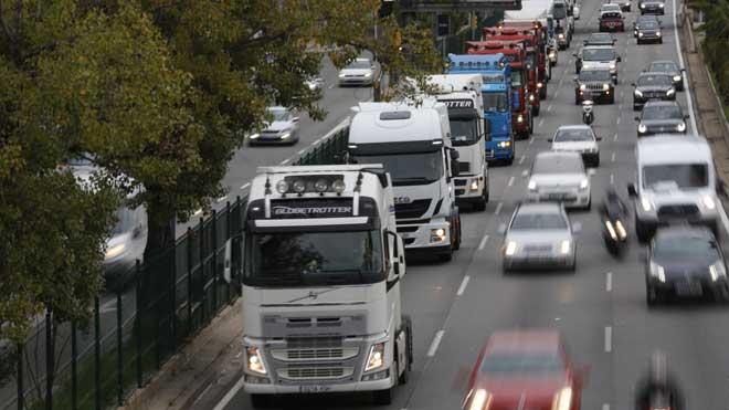los camiones circulan marcha lenta por ronda dalt barcelona 1542967395866