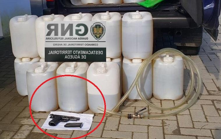 Detenido un hombre con 17 garrafas y 300 litros de gasoil robado a camiones, y una pistola de aire comprimido