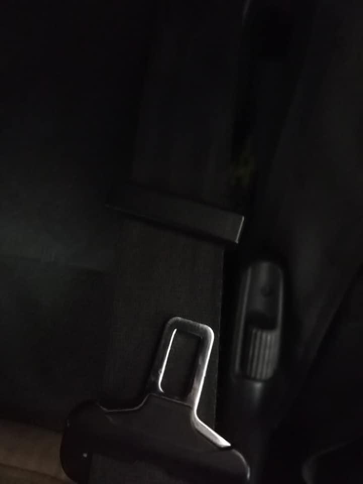 Denunciado por llevar la pinza de serie del cinturón que viene en el camión