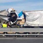 Un camionero muerto en la brutal colisión de cuatro camiones en la A-4  Italia