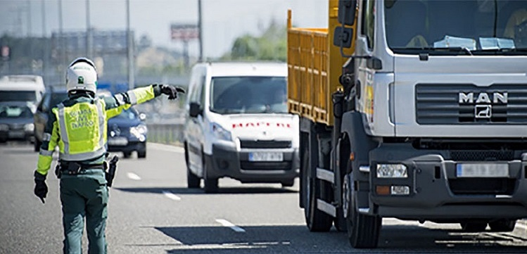 La DGT a por los profesionales: campaña de control de camiones, autobuses y furgonetas del 18 al 24 de Febrero