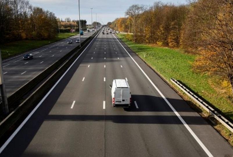 Los transportistas que circulen permanentemente por el carril del medio serán castigados con más severidad a partir de abril en Bélgica