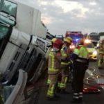 Un camionero y su copiloto heridos graves en un accidente entre dos camiones en la AP-7