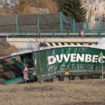 Una conductora de camiones se estrella bajo un puente después de 28 días sin cumplir los descansos