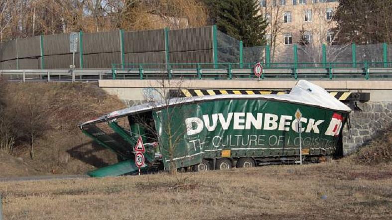 podjezd nepustil do benesova dalsi kamion 01 denik 630