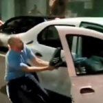 Un taxista echa a unos clientes de su vehículo a patadas, insultos y escupitajos