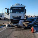 Seis heridos al chocar un camión y dos coches en Yecla
