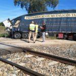 Siete heridos al chocar un tren contra un camión en Córdoba