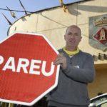 Vídeo – Un pueblo de Lleida, ya tiene sus propias señales de Stop por otras con la palabra «pareu»