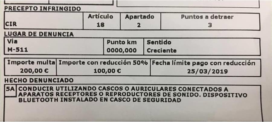 La Guardia Civil multa con 200 euros y tres puntos por llevar intercomunicadores en el casco
