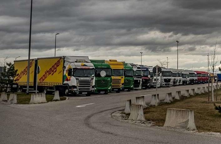 Los camioneros no encuentran estacionamiento para hacer los descansos en Alemania