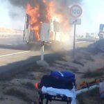 Arde una ambulancia que iba con 6 personas a bordo y nadie se paró a auxiliar