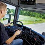Jovem Dirigindo Caminhão 150x150