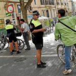Cruzar un paso peatones en bicicleta tiene multa de 200€. Atropellar a un peatón te puede costar hasta 10.000