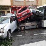 Un autobús arrolla en Málaga a varios coches tras sufrir su conductor un infarto