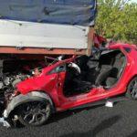 Rescatada una joven de 32 años embarazada tras empotrar su coche contra un camión en la A3