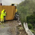 Muere un camionero al volcar el camión que conducía sobre la A-15 entre Pontremoli y Berceto