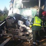 Mueren los dos ocupantes de un turismo en un choque con un camión en la N-II