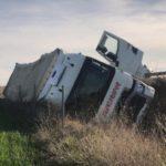 Violento vuelco de un camión en la A-62 que se salda sin heridos