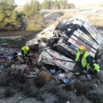 Rescatan al conductor de un camión tras un aparatoso accidente en la A-3, en Huete