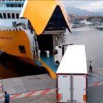 Cómo sacar miles de camiones de las carreteras para llevarlos en barco