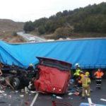 Mueren dos camioneros en una brutal colisión de dos camiones en la N-II Peñalba