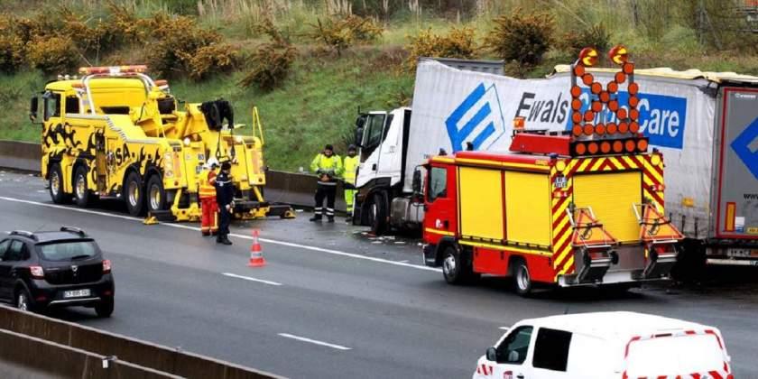 Muere el copiloto de un chófer de 22 años, al colisionar contra un muro en la A-63 en Francia