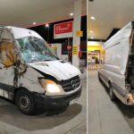 Viaja 900 km herido en una furgoneta destrozada por un accidente en Hungría