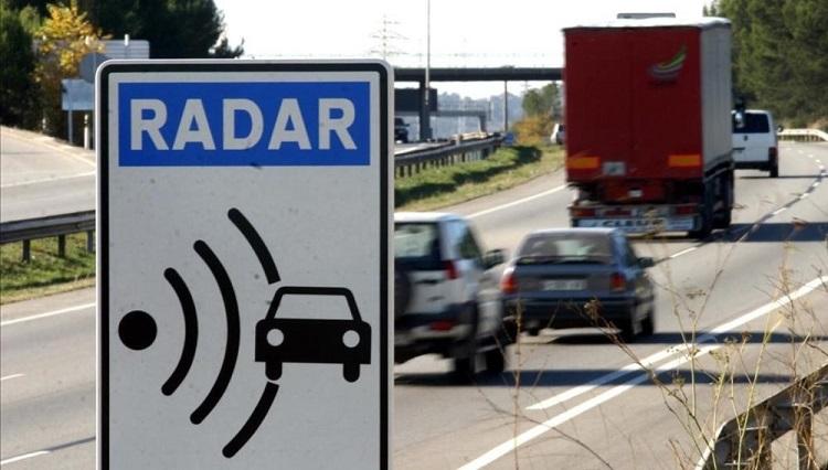 Radares en cascada, el último método de la DGT para pillar a los conductores veloces