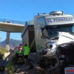 Dos muertos, y un niño de 14 años, al chocar un camión y tres turismos en Murcia