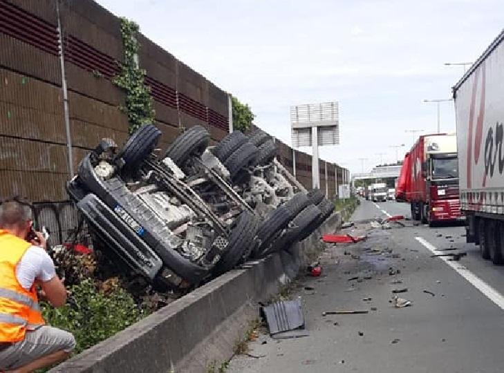 Fallece un camionero en un trágico accidente en la A10 en Francia