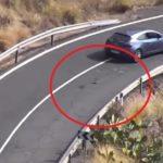 A la DGT: si esos baches estuvieran arreglados, el conductor no tendría que invadir el carril contrario