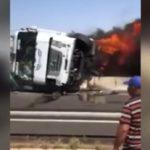 Un camionero ebrio la lía en Marruecos, al chocar contra la mediana y arder el camión en la A7