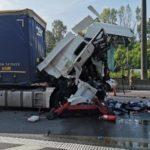 La brutal colisión de tres camiones en la E42 belga, provoca la muerte un camionero