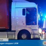 Un camionero detiene un camión con su conductor fallecido al volante