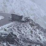 Un camión quedó al borde del abismo en los Caracoles chilenos – Vídeo