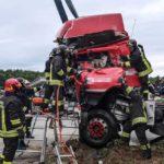 Las dramáticas e interminables 3 horas de rescate de un camionero atrapado en la cabina