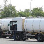 Un camionero fallece al estallar la tapadera de una cisterna de leche por presión