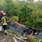 Un muerto y 37 heridos al estrellarse un autobús en Italia: Se investiga al conductor y al propietario