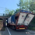 """Camionero español atrapado en Italia con el camión en un paso subterráneo: """"Seguí el navegador"""""""