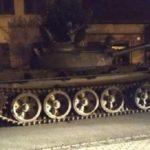 Borracho conduciendo un tanque ruso por la ciudad: conductor de camión arrestado, arriesga 8 años en prisión